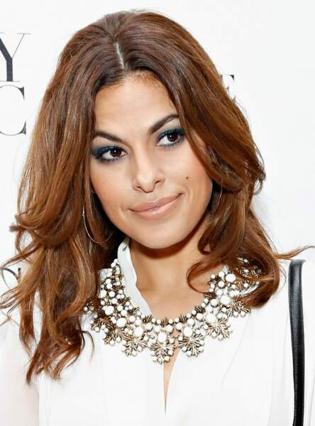 Un make up bleu marine comme Eva Mendes