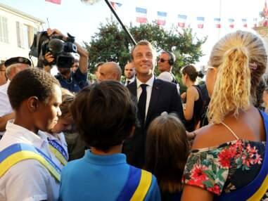 Brigitte et Emmanuel Macron de sortie à Bormes-les-Mimosas : la foule les accueille avec joie