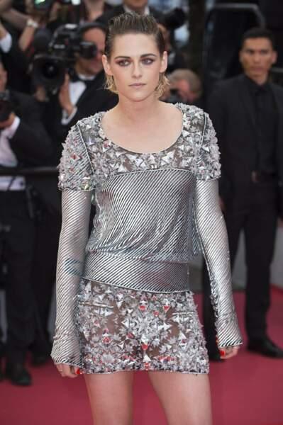Elle portait une robe signée Chanel.