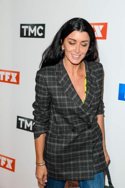 Jenifer très élégante en veste de blazer à carreaux tendance pour la rentrée de TF1
