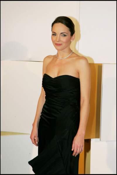 Claire Keim et son chignon lisse châtain foncé, très élégante à la cérémonie des César en 2005