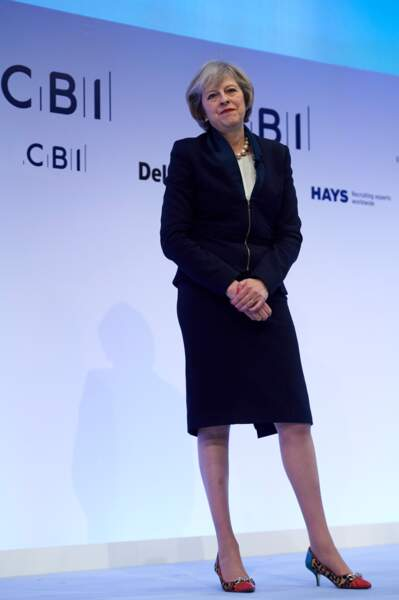 Theresa May connue pour son style très épurée, porte des chaussures très rock'n'roll