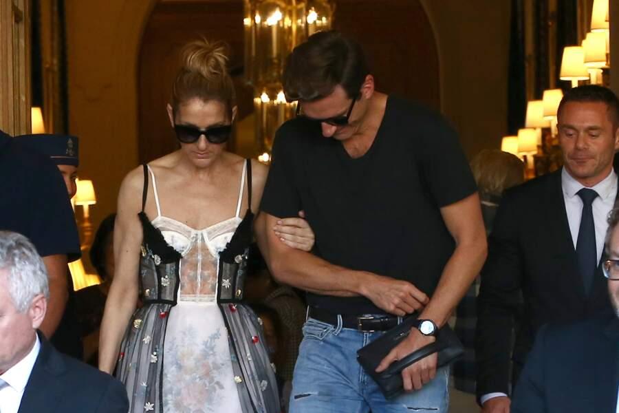 Céline Dion quitte l'hôtel du Ritz accompagnée de Pepe Munoz, ce 1er août 2017