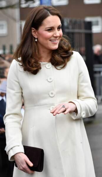 Kate Middleton a multiplié les manteaux, sa tenue de grossesse préférée