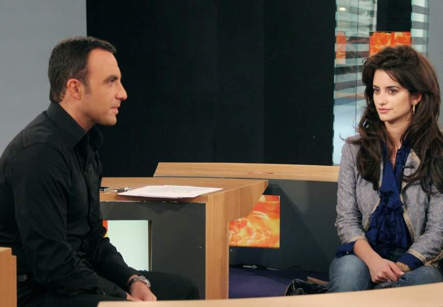 """Nikos Aliagas a présenté le talk-show culturel de LCI """"Ça donne envie"""" entre 2003 et 2010"""