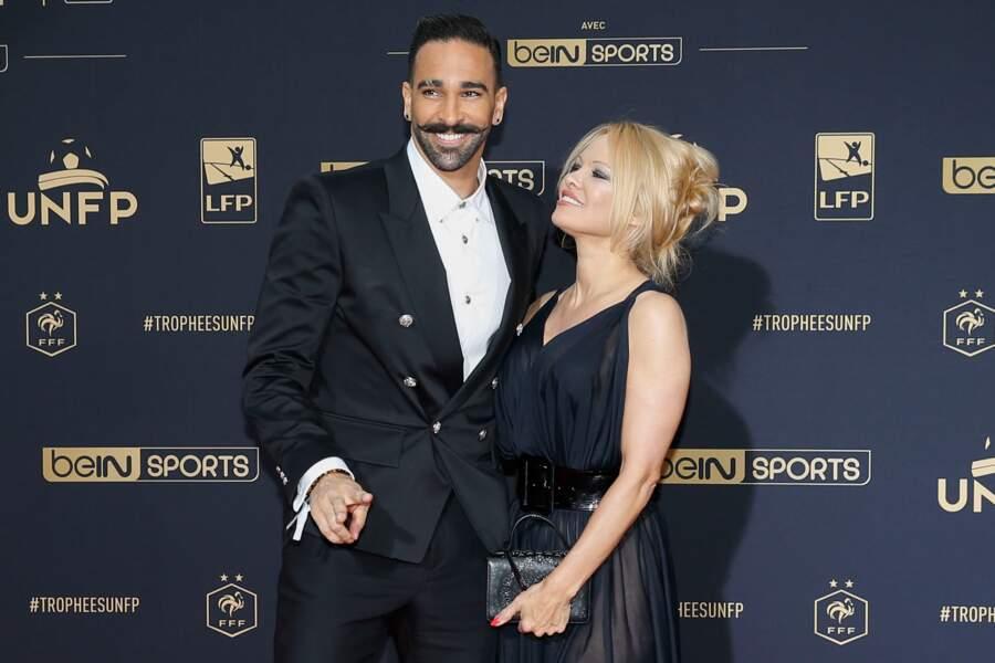 In love, Pamela Anderson a filmé Adil Rami avec son smartphone pendant tout son discours