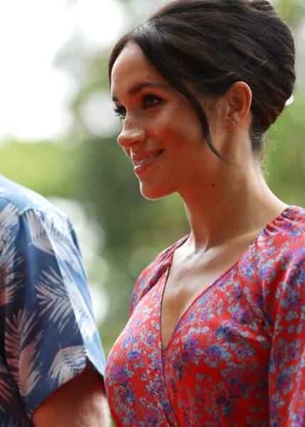 Meghan Markle enceinte le 24 octobre porte un chignon banane, un style assez rare pour elle