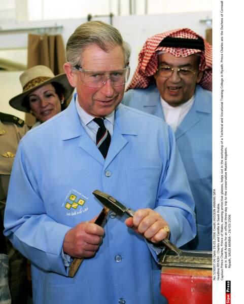 Le Prince Charles et ses Lunettes de Protection