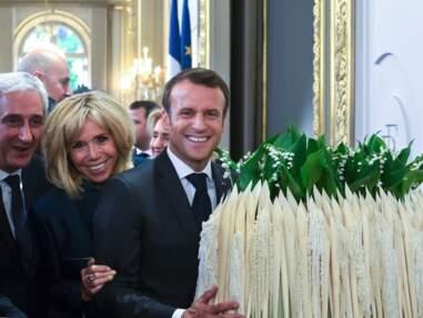 PHOTOS - Brigitte et Emmanuel Macron complices et soudés fêtent le 1er mai à l'Élysée