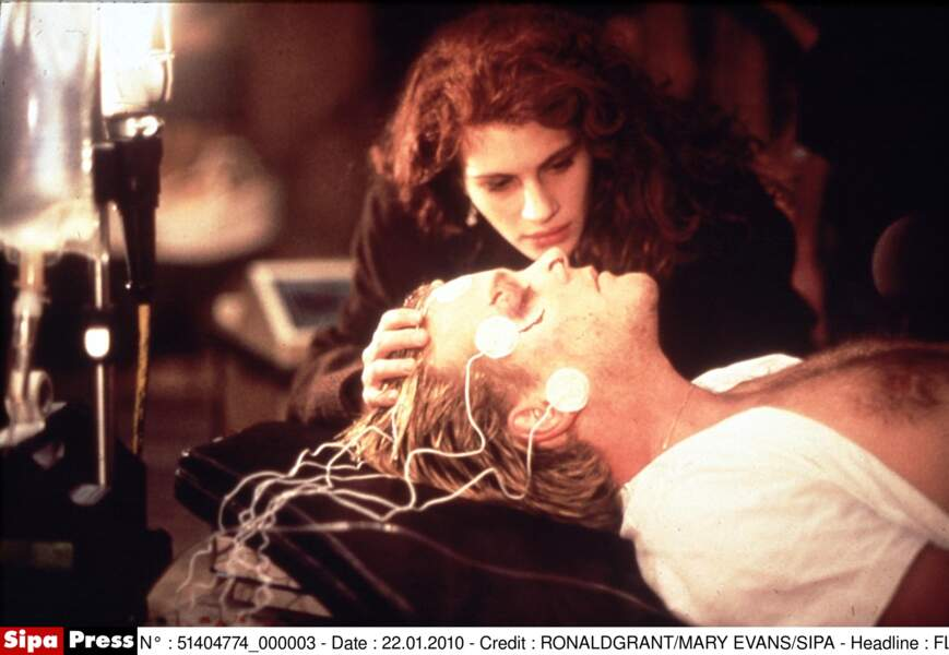"""Avec Kiefer Sutherland, dans le film """"L'Expérience Interdite"""" en 1990"""