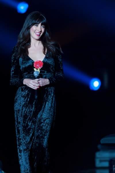 Nolwenn leroy en robe en velours pour l'émission Dernier Show de Michel Sardou