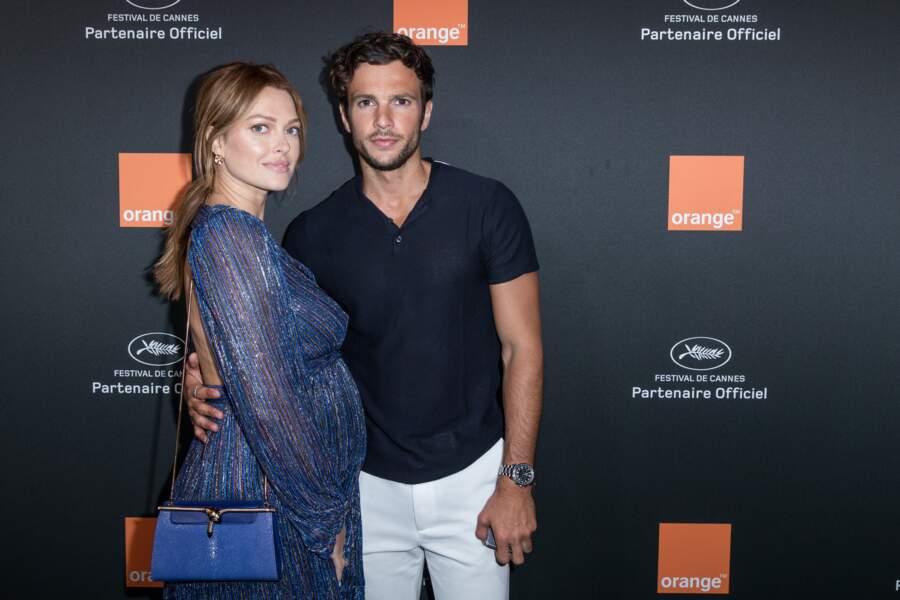 Caroline Receveur, avec son compagnon Hugo Philippe,  enceinte de leur premier enfant à Cannes en mai 2018