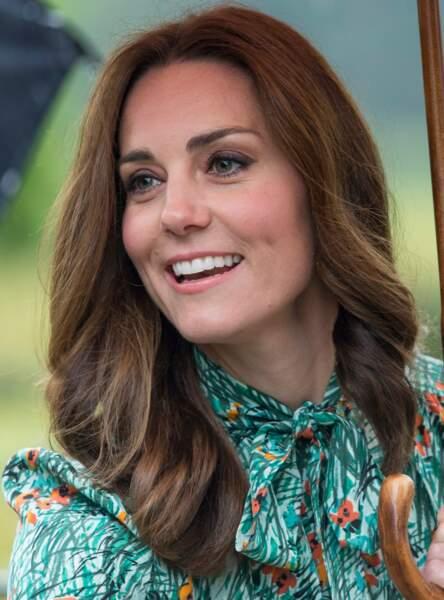 Le brushing façon Kate Middleton : les longueurs lisses terminées par de larges boucles
