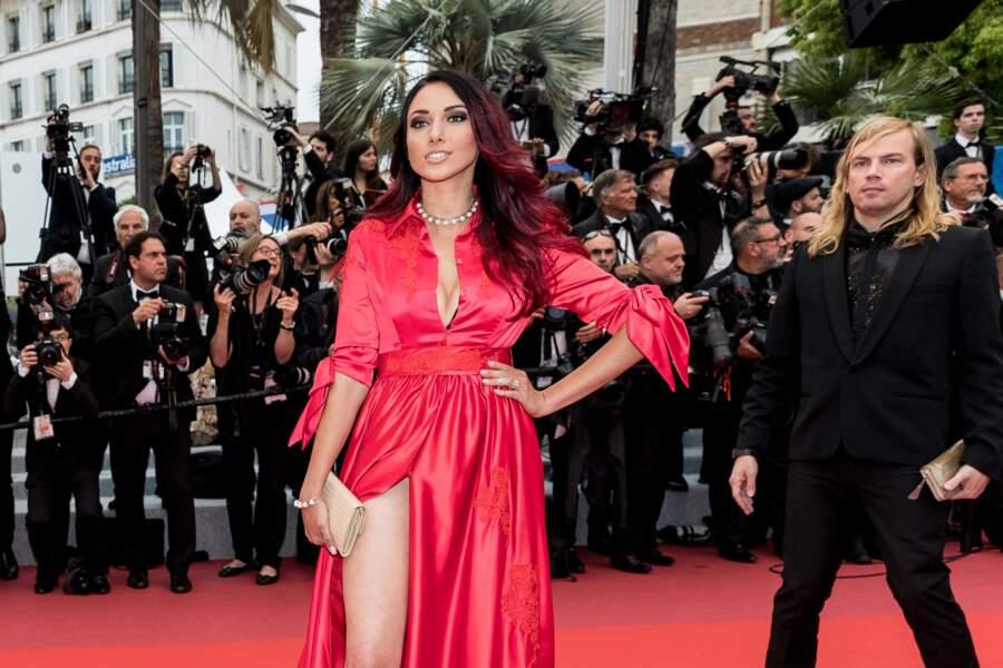 Delphine Wespiser a foulé le tapis rouge, hypnotisante, lors du Festival de Cannes, le 18 mai 2019