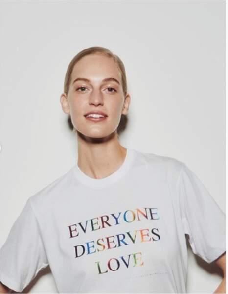 "le tee-shirt "" Everyone deserves love"" de Victoria Beckham"