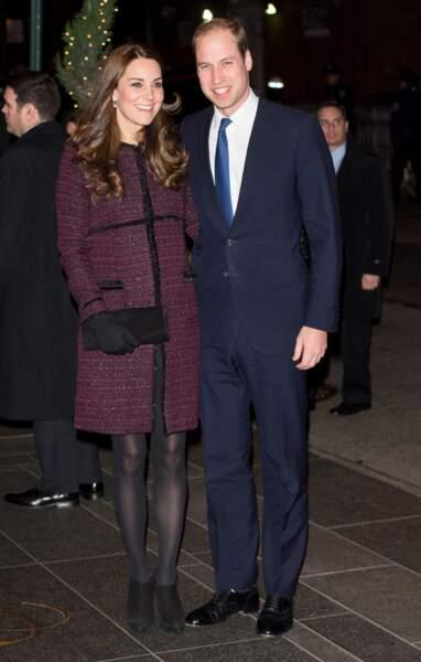 Un manteau prune de la marque Séraphine, que Kate Middleton avait déjà porté lors d'un séjour à New York en 2014