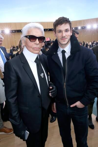 Karl Lagerfeld et Gaspard Ulliel lors du défilé Chanel à Paris en 2016