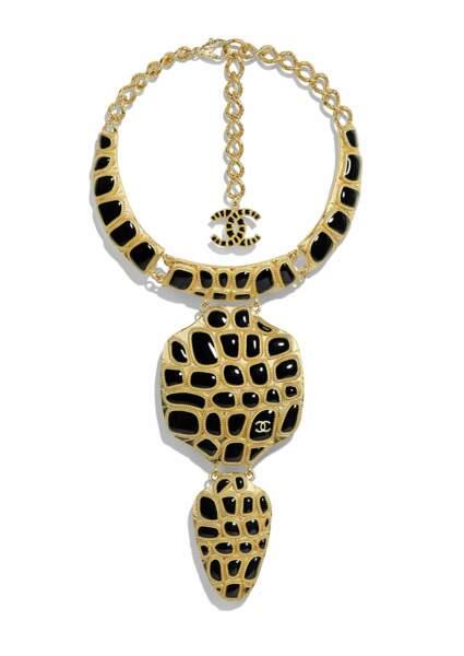 BÉSTIAIRE, collier en métal et résine. Chanel, prix sur demande.