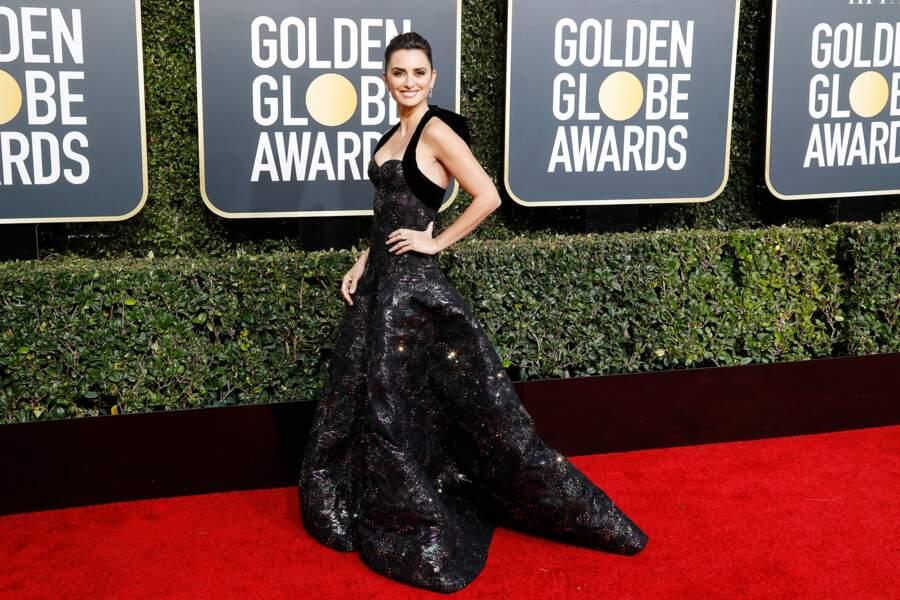 Penelope Cruz en robe en jacquard noire signée Ralph & Russo, lors des Golden Globes, le 6 janvier 2019