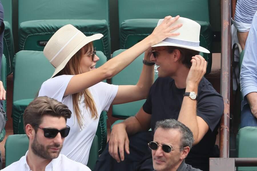 Ana Girardot et Arthur de Villepin s'amusent à Roland Garros le 9 juin 2018