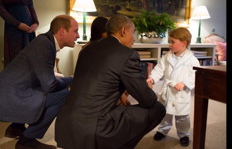 Prince George rencontre Barack Obama... en peignoir! (avril 2016)