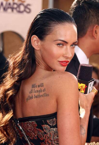 L'effet mouillé sur cheveux ondulés comme Megan Fox