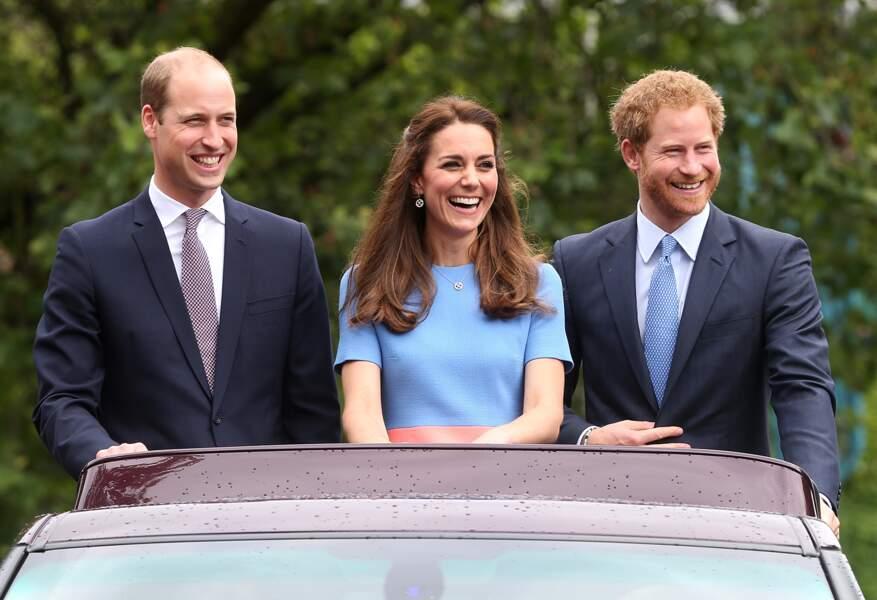 Quelle équipe de choc que le duo des princes William et Harry avec Kate en pierre centrale