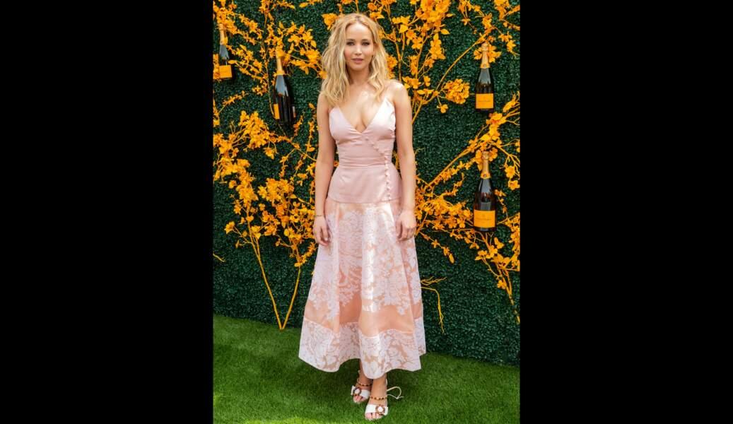 Jennifer Lawrence préfère une robe agrémentée de broderies, le 1er juin 2019/