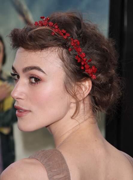 La couronne fleurie rouge comme Keira Knightley
