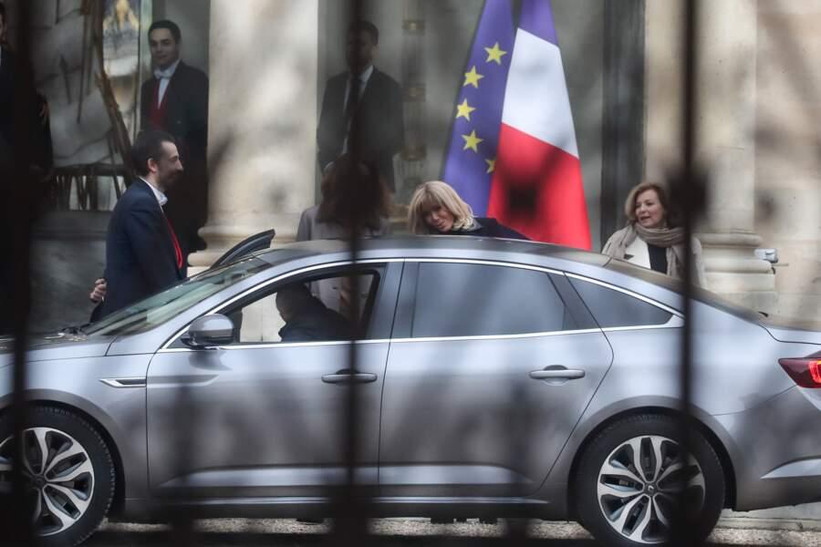 L'occasion aussi pour Carla Bruni-Sarkozy et Valérie Trierweiler de sensibiliser Brigitte Macron à leurs combats