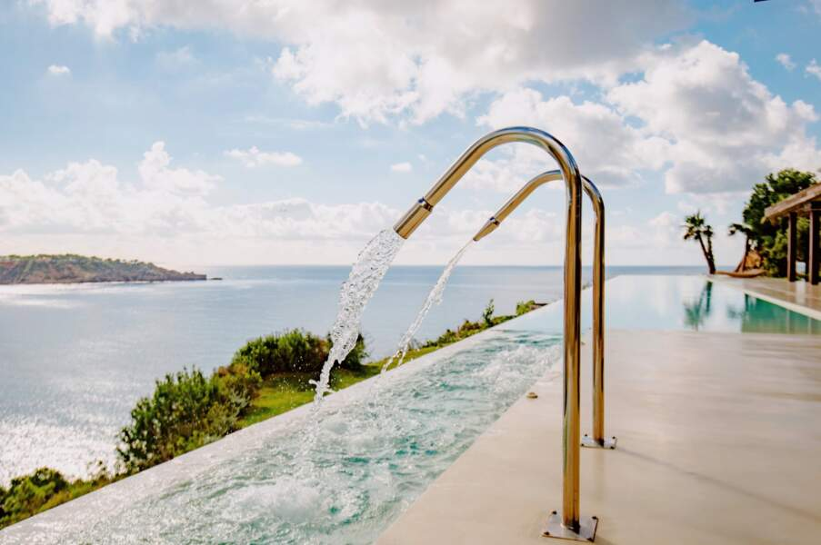 La piscine à débordement à de quoi faire rêver tous ceux qui viennent de rentrer de vacances