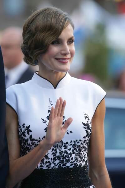 La reine Letizia d'Espagne est une adepte du chignon bas