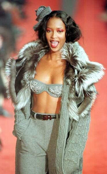 Naomi Campbell défile en 1998 pour Sonia Rykiel