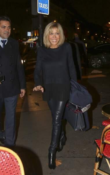 Le 16 novembre 2016, Emmanuel Macron annonce sa candidature à la présidentielle, sa femme brille en cuir