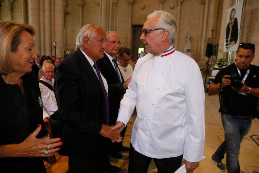 Alain Ducasse et Jean-Pierre Raffarin aux obsèques de Joël Robuchon à Poitiers le 17 août