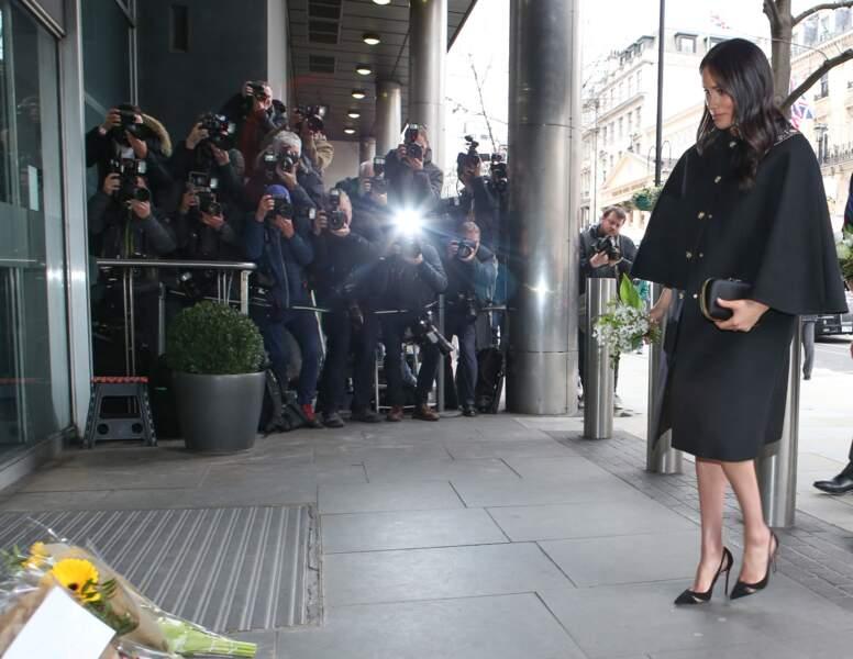 A 8 mois de grossesse, Meghan Markle en talons hauts à la maison de la Nouvelle Zélande à Londres le 19 mars