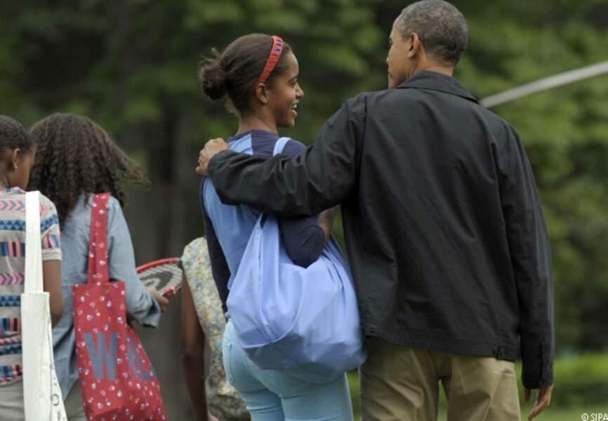 Barack, protecteur avec Malia dans le parc de la Maison Blanche, 24 août 2012