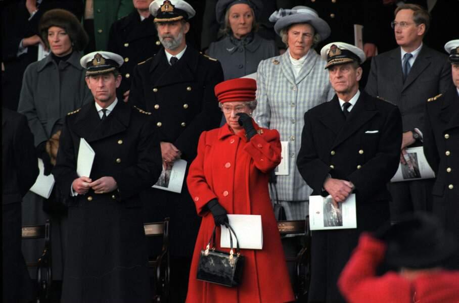 La reine Elizabeth II lors de la cérémonie de désarmement du Britannia, le 11 décembre 1997