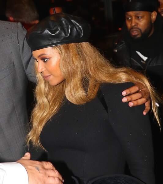 Beyoncé affiche des cheveux domptés bien que lissés et décolorés