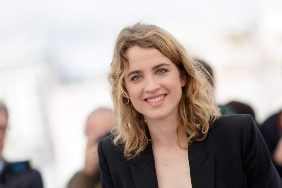 Le blond foncé naturel de la jolie Adèle Haenel.