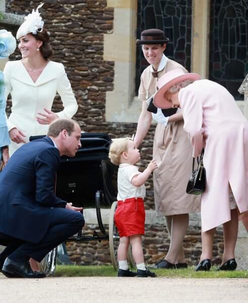 William, Kate, George et la reine Elizabeth II, lors du baptême de Charlote à Sandringham le 5 juillet 2015