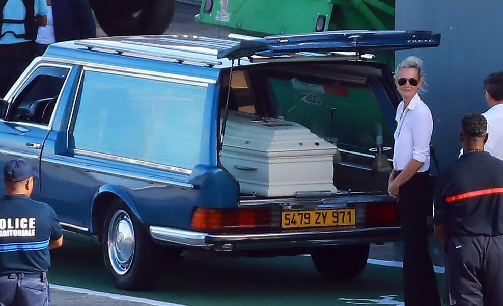 Laeticia Hallyday devant le cercueil de Johnny
