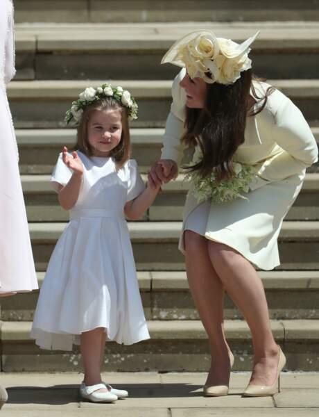 La princesse Charlotte amuse visiblement sa mère