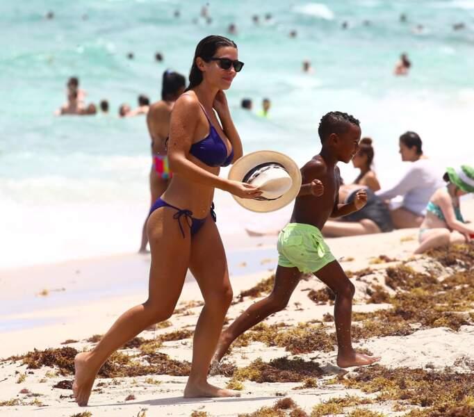 Depuis le début de l'été, elle est Miami avec ses enfants. Ici avec le petit Elias