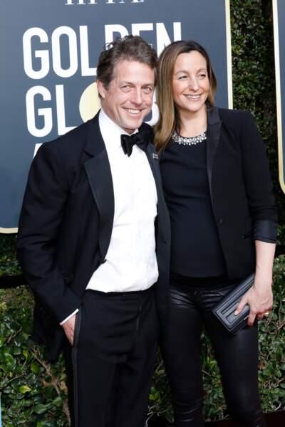 Hugh Grant va être papa !  Sa compagne Anna Eberstein a misé sur un slim et un top noir doublé d'une veste noire