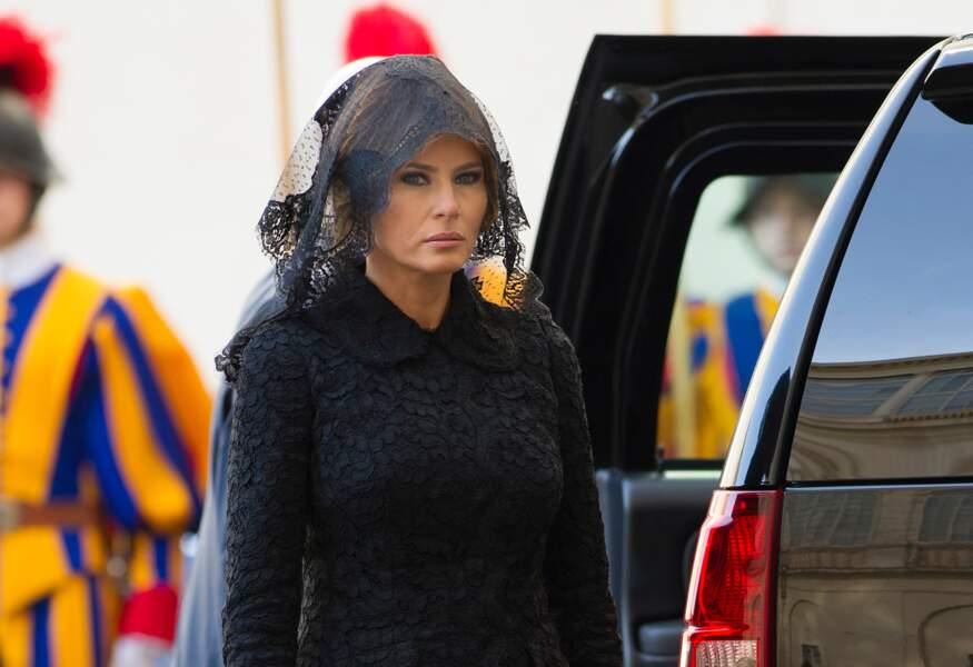 Melania Trump vêtue d'une tenue noire et d'un voile pour rencontrer le Pape, le 24 Mai 2017