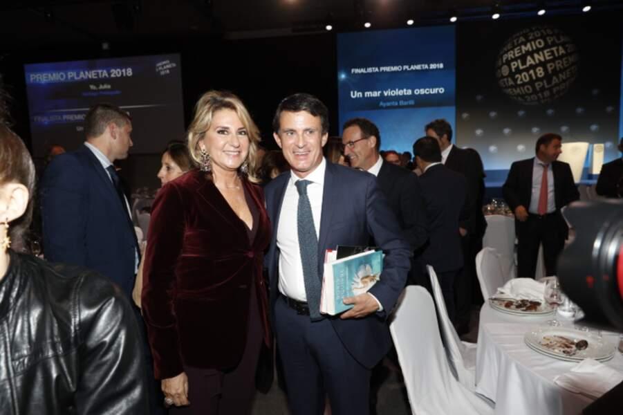 Susanna Gallardo était très élégante en velours aux côtés de son compagnon Manuel Valls, à Barcelone.