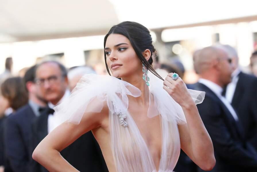 La superbe Kendall Jenner se dévoile tout en transparence sur la Croisette lors du festival de Cannes 2018.
