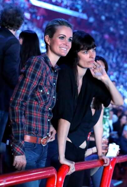Laeticia Hallyday et son amie Caroline de Maigret au concert de Johnny Hallyday à Bercy le 14 juin 2013
