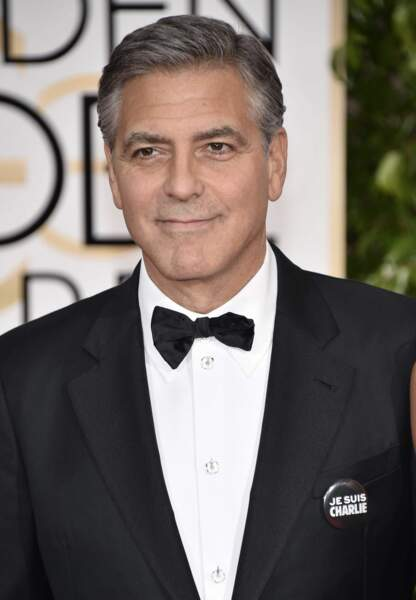 "George Clooney arbore un badge ""Je suis Charlie"""
